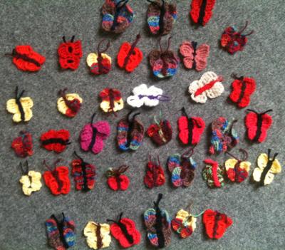 39 gehäkelte Schmetterlinge.